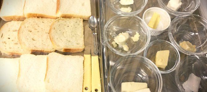 バタートーストと向き合う